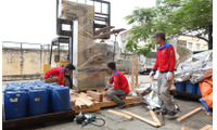 Đóng gói hàng hóa xuất khẩu tại KCN Bá Thiện
